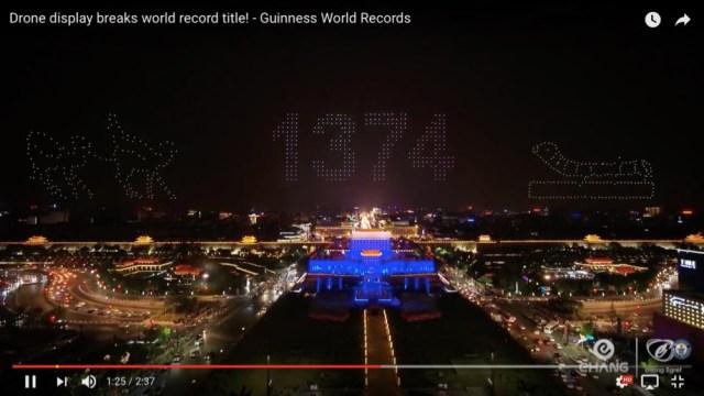 1374機のドローンによる光のショーが圧巻! 世界最多記録を達成した「ドローンディスプレイ」が信じられないほどの映像美