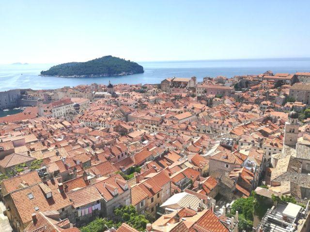 """【旅行記】『魔女の宅急便』のモデルになったと言われる街「クロアチアのドゥブロヴニク」が素晴らしすぎた! """"アドリア海の真珠"""" とも呼ばれる街並みがコレだ"""