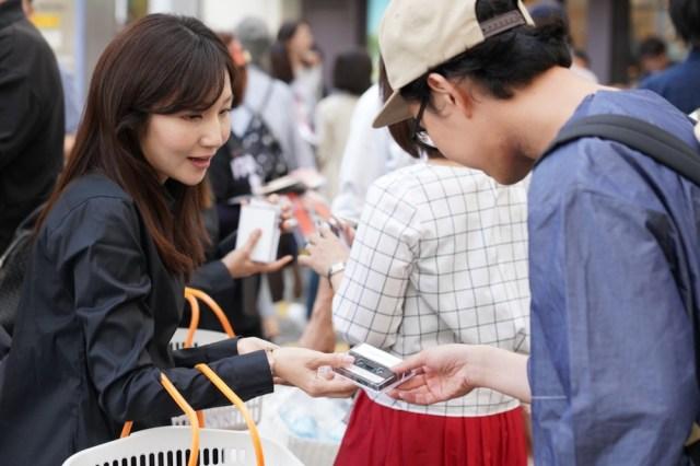 【はっ!?】渋谷で大量のカセットテープが無料で配布されたらしい / その中身とは……