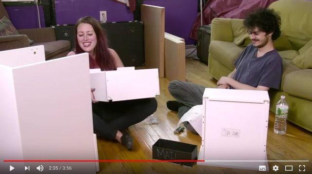 【攻めすぎ】ドラッグをキメながらIKEAの家具を組み立てる『Hikea』って動画がブっ飛びすぎィィ~!