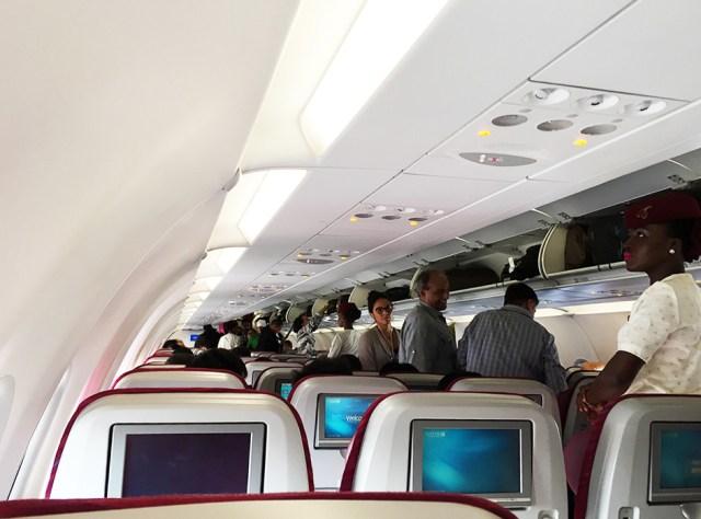 飛行機で「友人・家族・恋人と隣同士になれるよう席の交渉をする」と答えた日本人は「たったの6%」で世界一低いという調査結果
