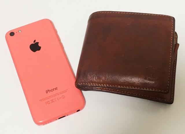 【激論】スマホと財布、失くしてショックなのはどっち? 財布派「カード類の手続きが死ぬほど面倒」スマホ派「他人の個人情報も入っているから財布より危険」