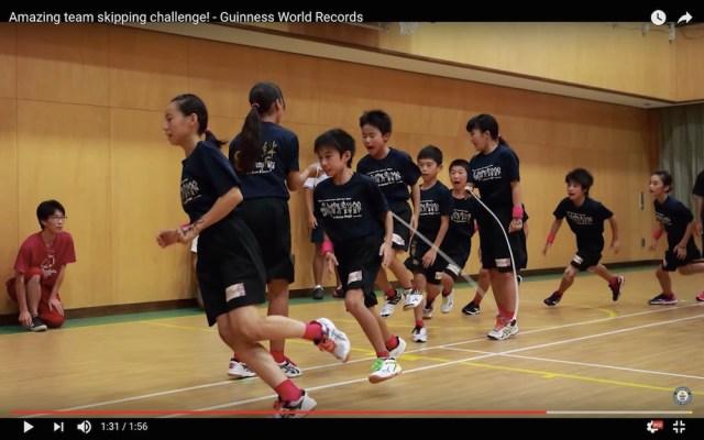 スゴいぞ日本の小学生! 目にも留まらぬ「高速縄跳び」で世界記録を樹立した動画が神の領域
