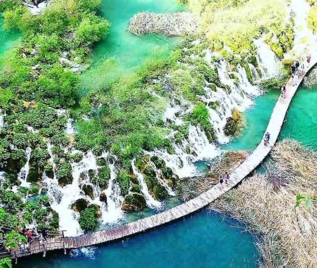 超絶景! 中欧クロアチアのプリトゥヴィツェ湖群国立公園が別世界すぎて震えるほど感動!