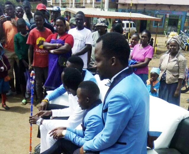 【やじうマサイ】ケニアのスターがマサイの町でMVの撮影してたんで慌ててスマホで撮影してみた! マサイ通信:161回