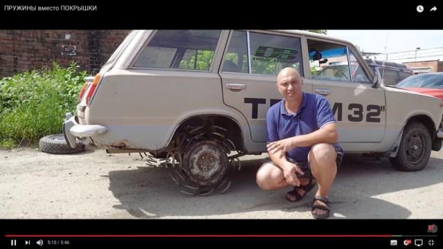 タイヤの代わりにバネをつけた車は走れるのか? 実際にやってみたらこうなったっていう動画