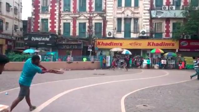 【動画あり】カルカッタのバレンティン!? インド人の放物線を描くようなバッティングをご覧ください