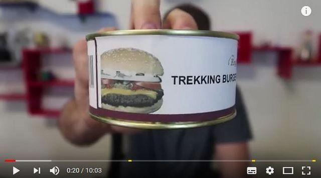 缶詰のハンバーガーを試食したらこうなったって動画 / ネバついたバンズにパクリ!