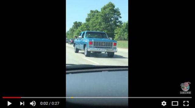 脳が騙されずにいられたらスゴい! 逆走しているかのように見える「改造車」の動画が何度見てもミステリアス