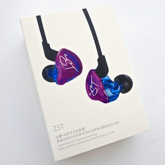 オーディオファンの中でじわじわ人気の「中華イヤホン」は何がどういいの? 3つのモデルを比較してみた / 恐るべき性能を持つ高コスパな逸品!