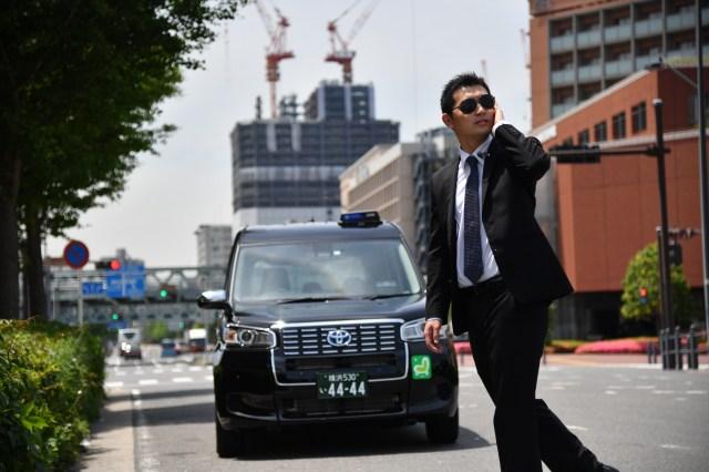 【これは馬鹿】「SP風タクシー」と「忍者でタクシー」がマジで運行開始 /  ただし本物のSPでも忍者でもありません