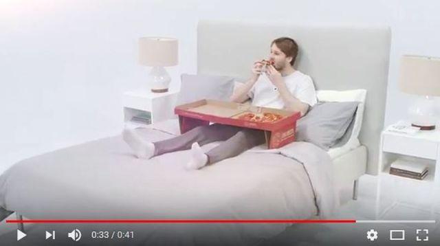 【天才現る】ベッドの上でピザを食べられる仕様の「ピザボックス」が海外で爆誕!