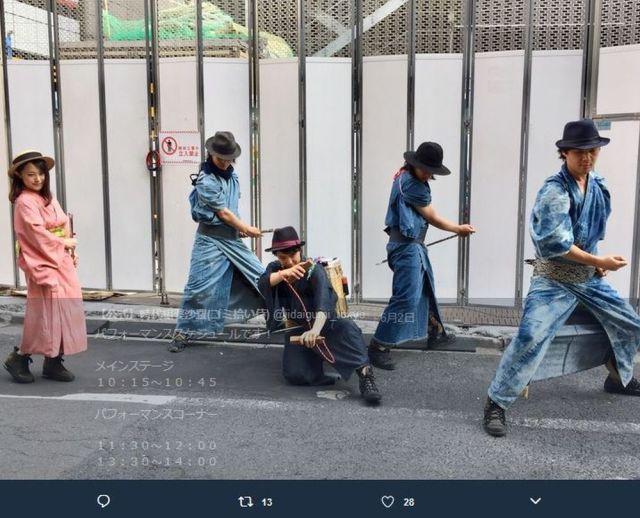 """海外ネットユーザーが日本の """"ゴミ拾い侍"""" を絶賛 「彼らのモチベーションと勤勉さに拍手を送りたい」など / 着物を着てゴミ拾いをする『時代組婆娑羅』を知ってる?"""