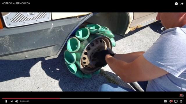 タイヤの代わりに吸盤を付けた車を走らせるとどうなるのか? 実際にやってみたらこうなったっていう動画