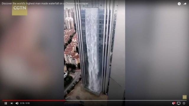 【なにこれスゴイ】中国で「超巨大な滝が流れるビル」が登場して話題 / 人工滝の高さは108メートル