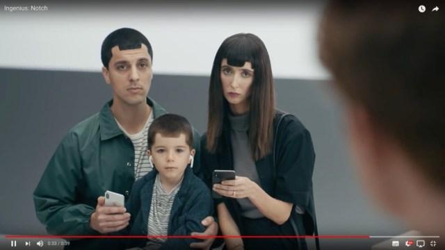 またお前か…サムスンがiPhone XをディスるCMを公開 / 変な髪型の親子が再び登場