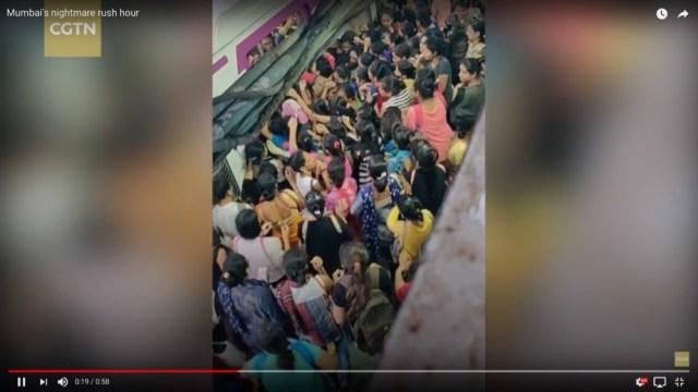 インドの満員電車がヤバすぎる…っていうのが一発でわかる動画