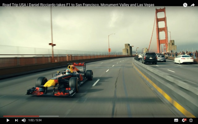 公道を爆走する「F1マシン」がカッコ良すぎてヤバい / まるで映画のワンシーン!