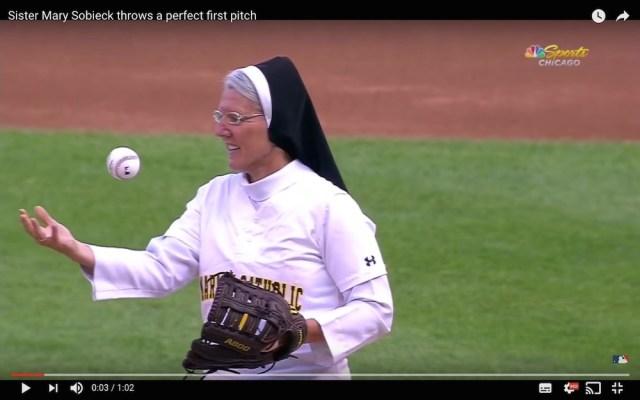 まさかのノーバン! MLBの始球式でナイスピッチングした修道女が話題に
