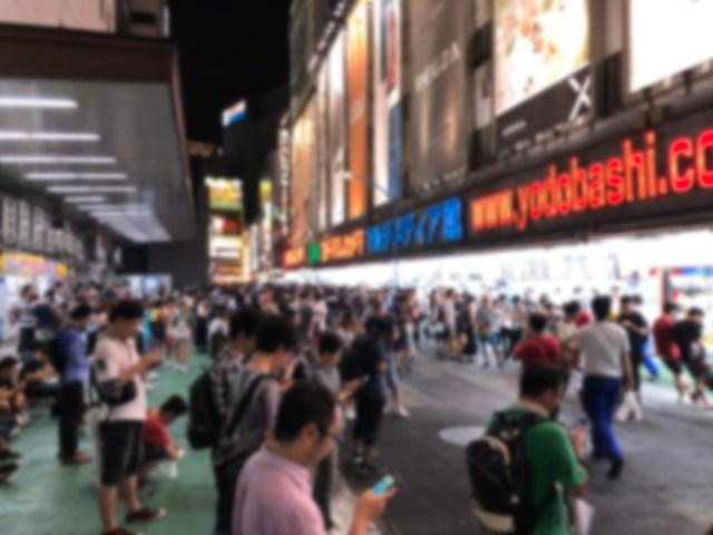 【ポケモンGO】日本最強レベルの聖地! 新宿西口「ポケモン広場」がヤバすぎた → 色違いイーブイを3時間で…!