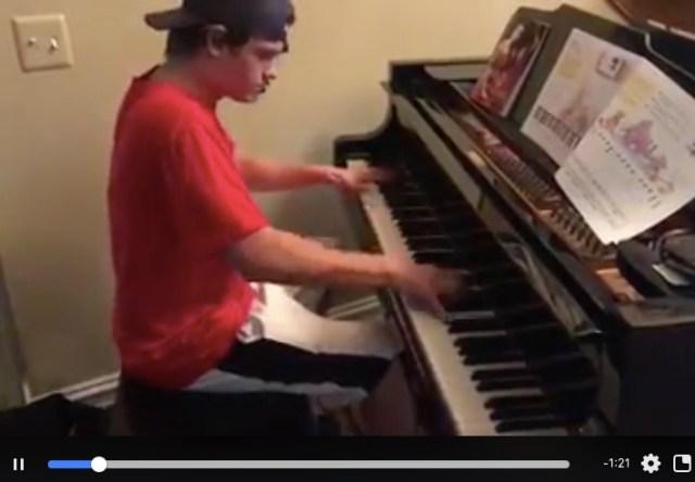ピザ配達員がお届けついでに客の家のピアノを弾き始める → すごすぎる腕前に客もビックリ / ネット上でも話題集める