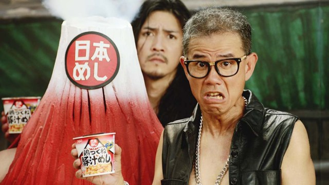 【真相】日清カレーメシのCMにロケットニュースの佐藤と羽鳥が密かに出演しているという噂は本当か? 広報に問い合わせてみた