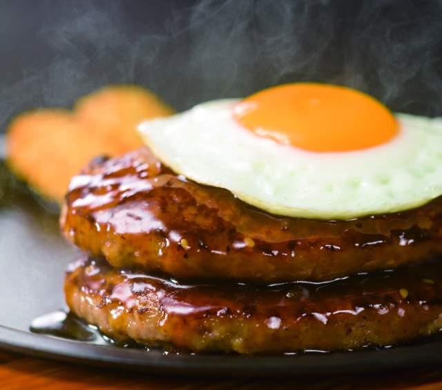 【朗報】ガストが「倍バーグ」始めたゾォォオオオ! プラス100円でハンバーグが2倍!!
