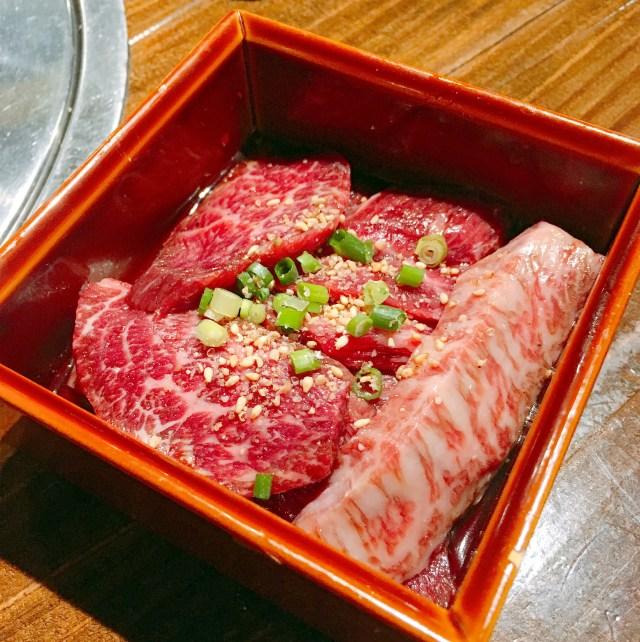 イケメン竹内涼真さんが通いまくってるらしい焼肉店『牛恋』に行ったら「ミックスボックス」と「炙りロース」を食え! 東京・新宿