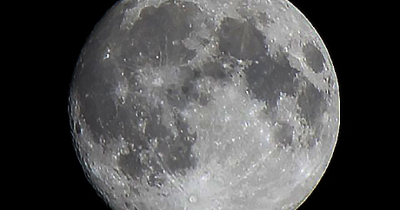 "Photo of Tonight's full moon is ""Stargen Moon"" / You can see the International Space Station!"