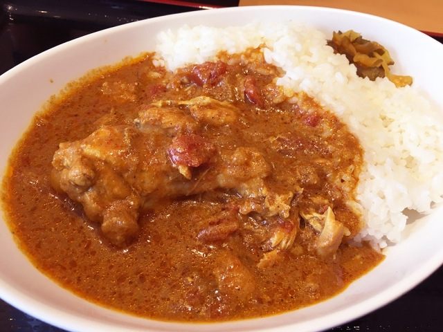 立ち食いそば屋なのに全力で「インドカレー」を作る『よもだそば』がインド人もナンを持参するレベル / 立ち食いそば放浪記:第127回