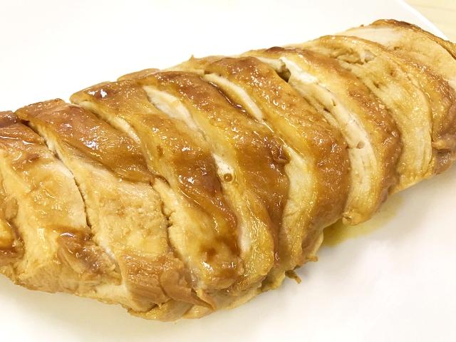【究極レシピ】鶏むね肉を使った『さっぱり鶏チャーシュー』が簡単すぎるのに異常なウマさ! 調味料は「味ぽん」のみ!!