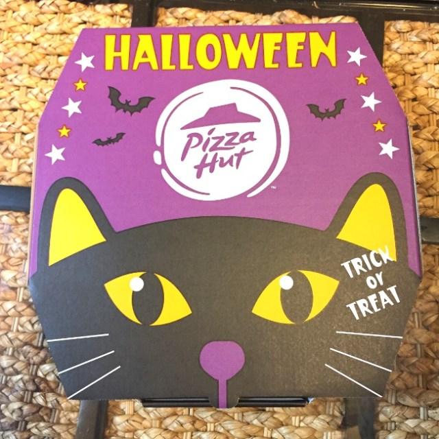 【ピザハット】ハロウィン当日なら半額にも!  期間・数量限定の「ハロウィンブラック」を注文してみたら生地が真っ黒だった / 味は美味い!