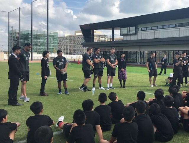 オールブラックスが来日! 江東ラグビークラブの生徒たちにラグビー教室を開催