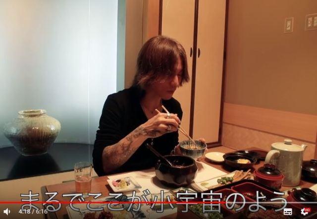 【困惑】「LUNA SEA」のSUGIZOさん、YouTuberになってなぜか食レポを始める