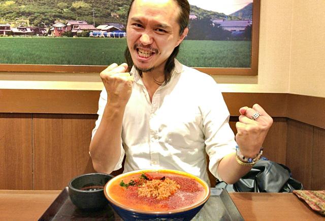 【え?】絶望的なまでに汗っかきの上司に丸亀製麺『うま辛辛辛辛辛担々うどん』を食べさせたらマジで予想外の結果になった