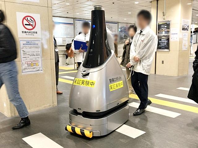 【完全にSF】西武新宿駅にいた警備ロボット「ペルセウスボット」の『サイコパス』感がパない