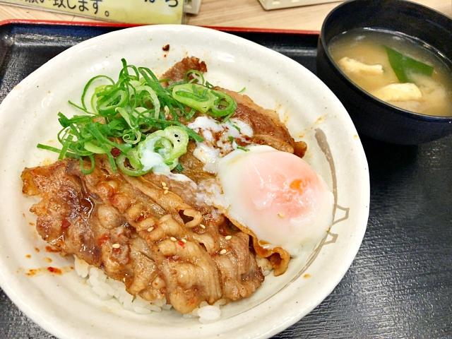松屋の79店舗限定メニュー『新作 焼き牛めし』を食べながら「東京チカラめし」に思いを馳せる