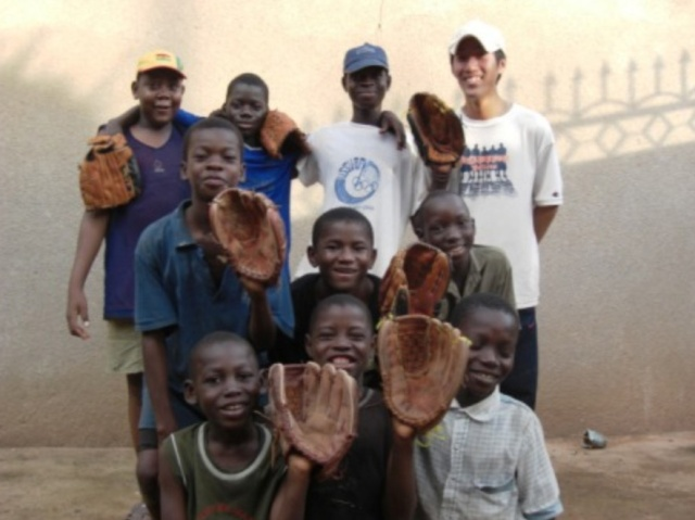 """【奇跡の巡り合い】西アフリカ・ブルキナファソで野球を指導した男 """"出合祐太"""" 10年の物語"""
