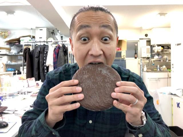 まさかの13倍! 超巨大「生チョコパイ」がロマンのかたまりすぎた