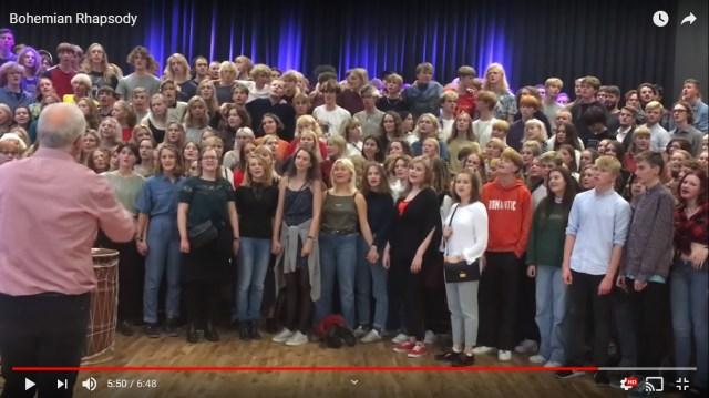 100人以上でQueen『ボヘミアン・ラプソディ』を合唱! デンマーク音楽学校の伝統が鳥肌もの