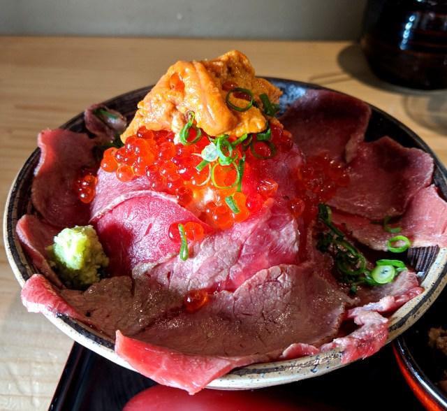 ローストビーフとウニ・イクラの素敵な共演! 東京・吉祥寺「肉ドレス海鮮丼」に新時代を感じた