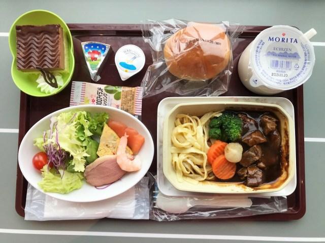 空の旅気分を地上で満喫 / 機内食が食べられるレストラン「レジェンドオブコンコルド」が超楽しい! 関西国際空港