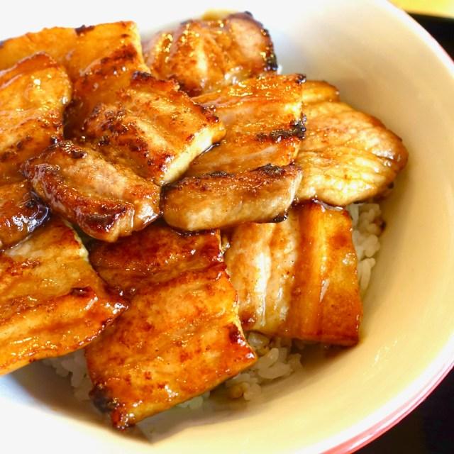 【豚丼の日】プリプリの厚切り豚肉がウマすぎる! 39年の歴史を誇る札幌市西区の「ミルキーウェイ」は至高の一杯を提供してくれる名店