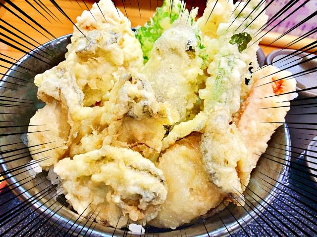 見よこの大迫力! 広島で食らう『牡蠣天丼』の豪快さ&ウマさに酔いしれた!! 広島市中区の人気店「宝」