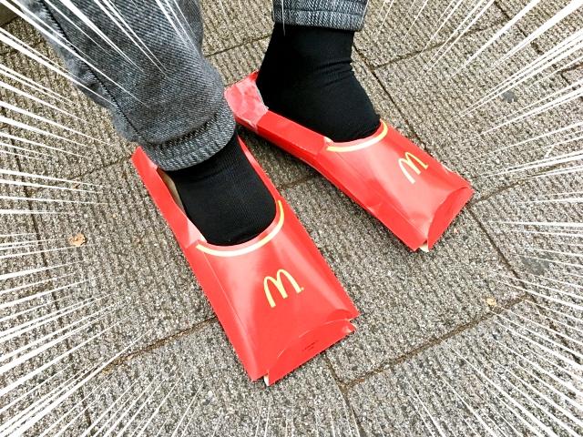 【衝撃】マックのポテトの容器で作った「靴」が超オシャレでビビった! 簡単に作れてその場で履けるぞ!!