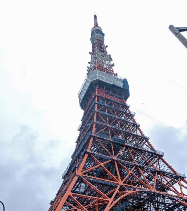 【みやげの日】懐かしさ爆発! 東京タワーで今でも買える「修学旅行」定番お土産10選 / ペナントを探したところ……