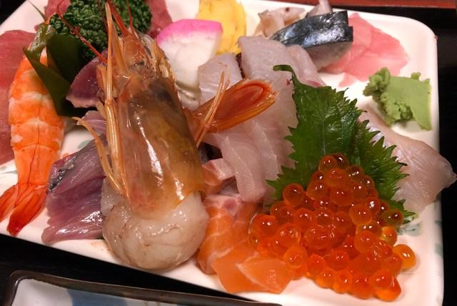 【は?】激安で有名な海鮮丼を食べていたら『テレビの取材クルー』がやって来て…カメラマンが「どうしても納得できないひと言」を発した話