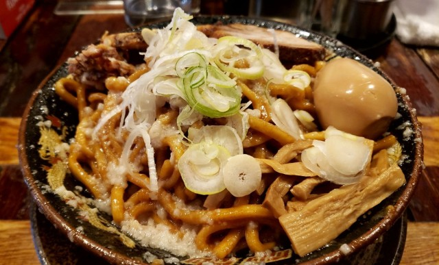 究極の油そば「爆盛油脂麺」が最高にジャンキーすぎて元の身体に戻れなくなった / 東京・五反田「平太周 味庵」