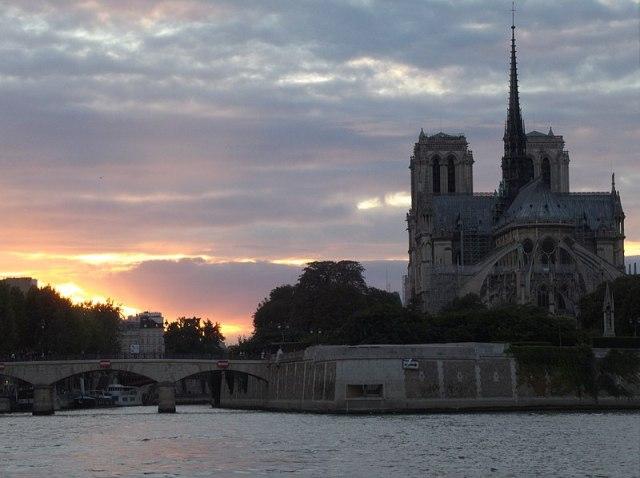 【祈り】ノートルダム大聖堂、燃ゆ → そのときパリ市民は…