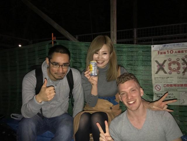 上野公園で初対面の人たちと花見してみたら…